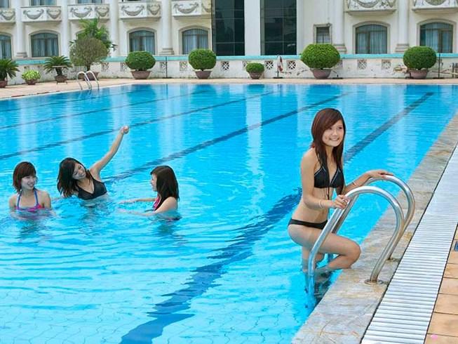 Thang Inox 3 bậc hồ bơi