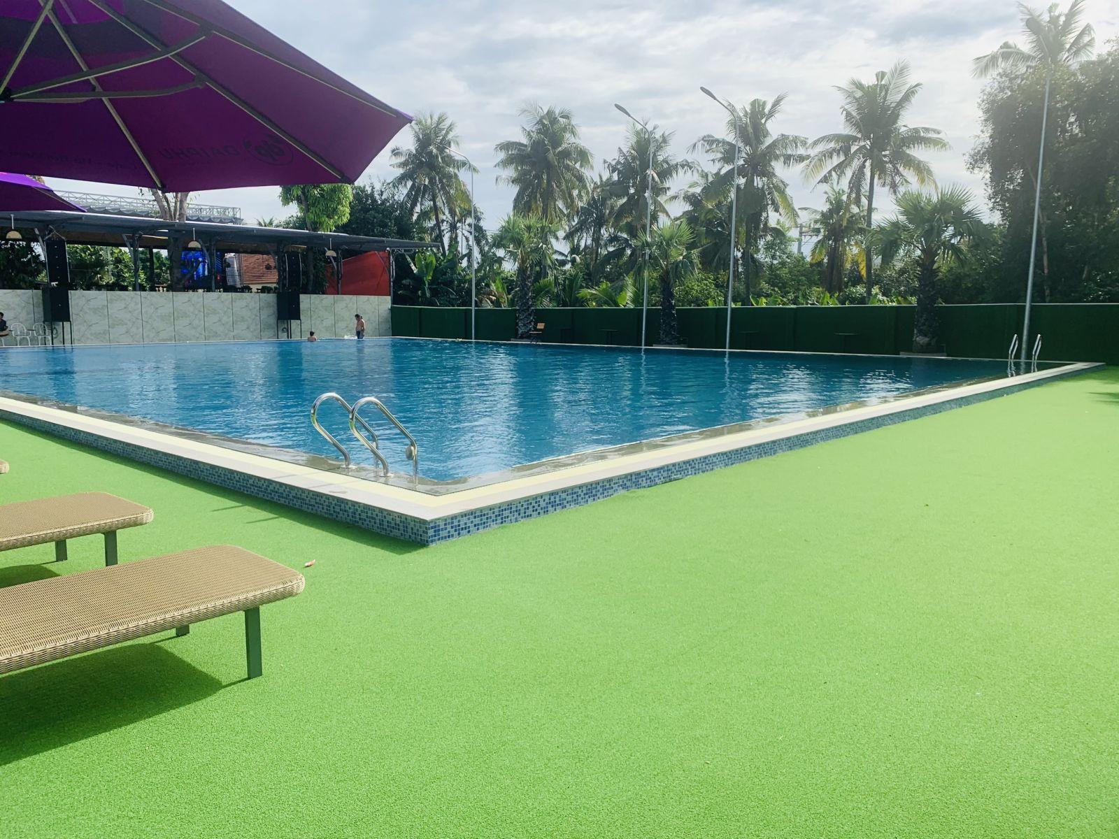 hồ bơi khách sạn quận 12